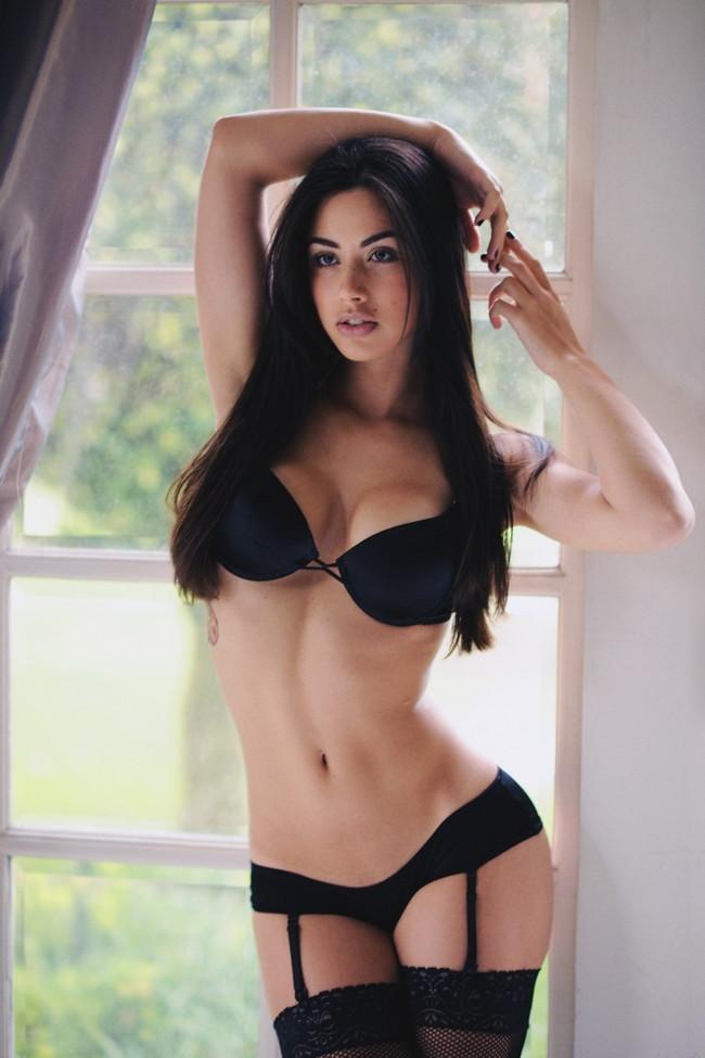 【ヌード画像】巨乳下着美女のセミヌードが裸よりそそるw(33枚) 20