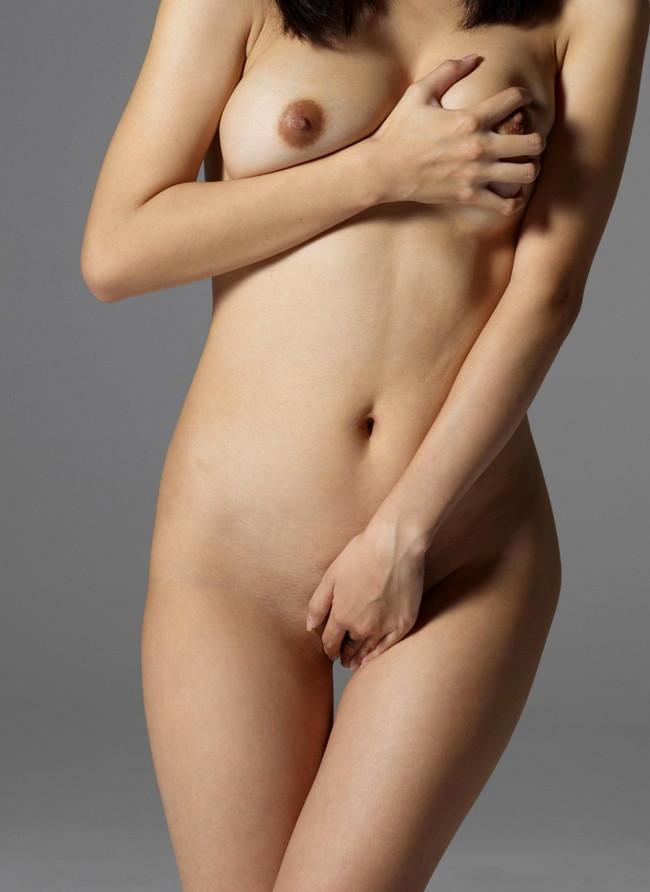 【ヌード画像】手で股間を隠した美女の姿が女神のように美しいw(32枚) 19