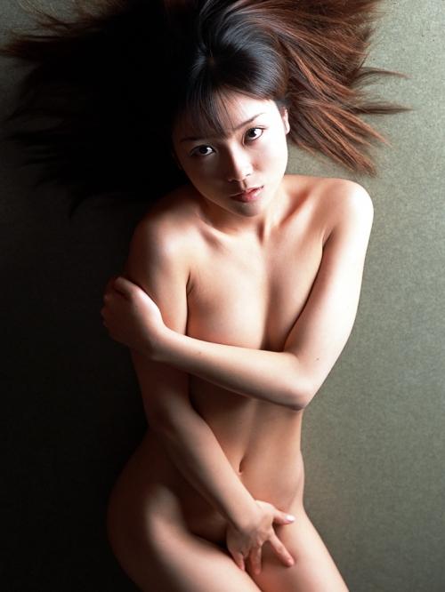 【ヌード画像】手で股間を隠した美女の姿が女神のように美しいw(32枚) 30