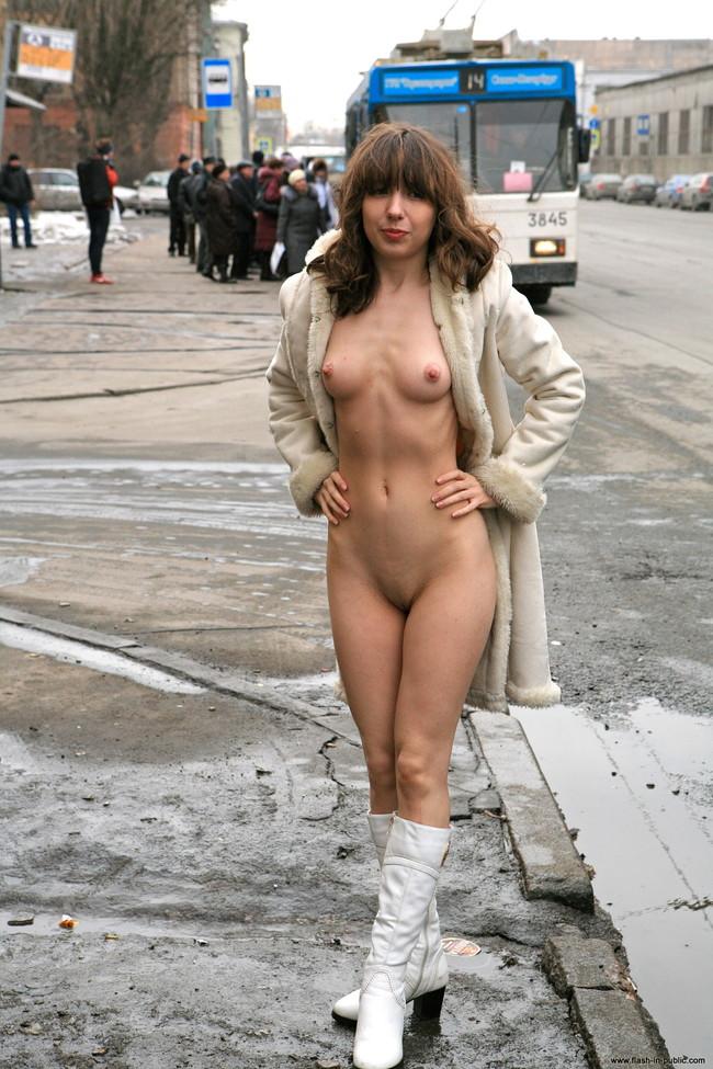 【ヌード画像】野外で露出している外国人が大胆すぎるw(31枚) 24
