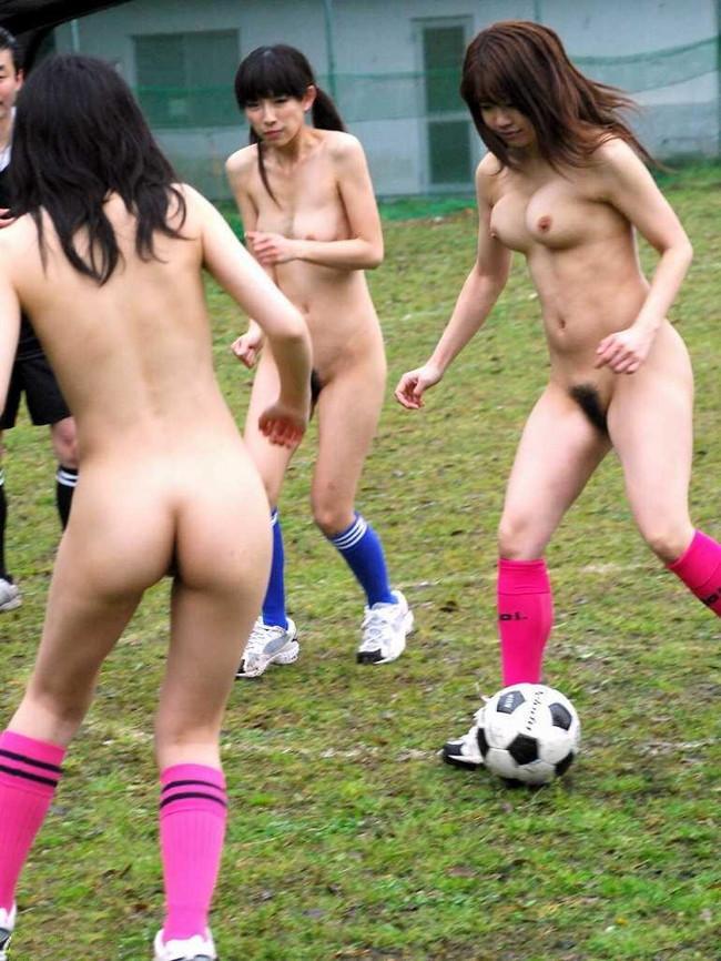 【ヌード画像】女の子の丸出しスポーツ姿が大胆すぎるw(31枚) 07