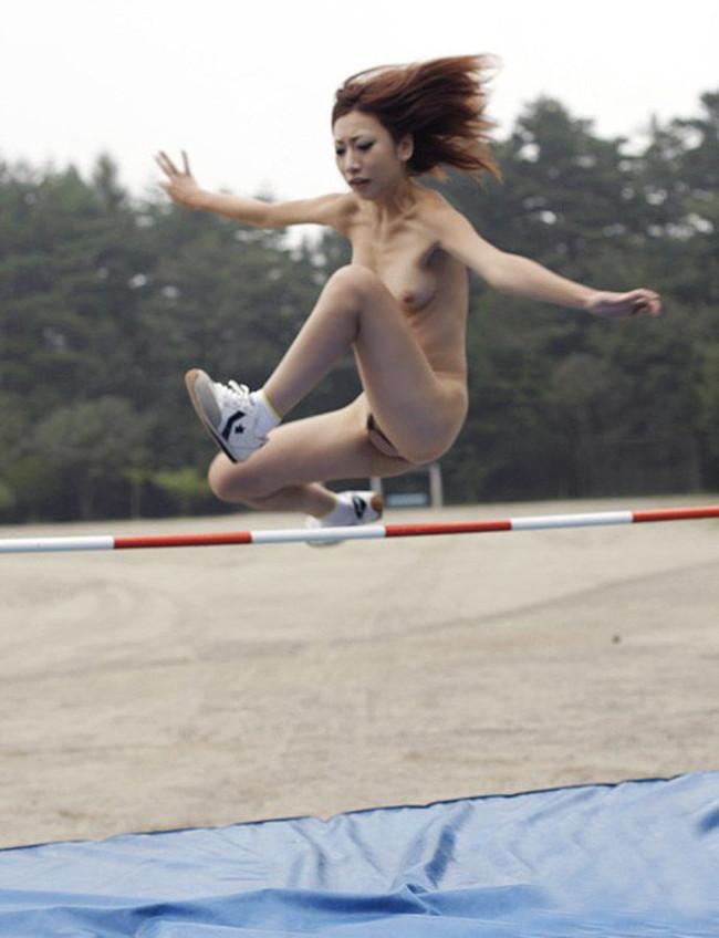 【ヌード画像】女の子の丸出しスポーツ姿が大胆すぎるw(31枚) 14
