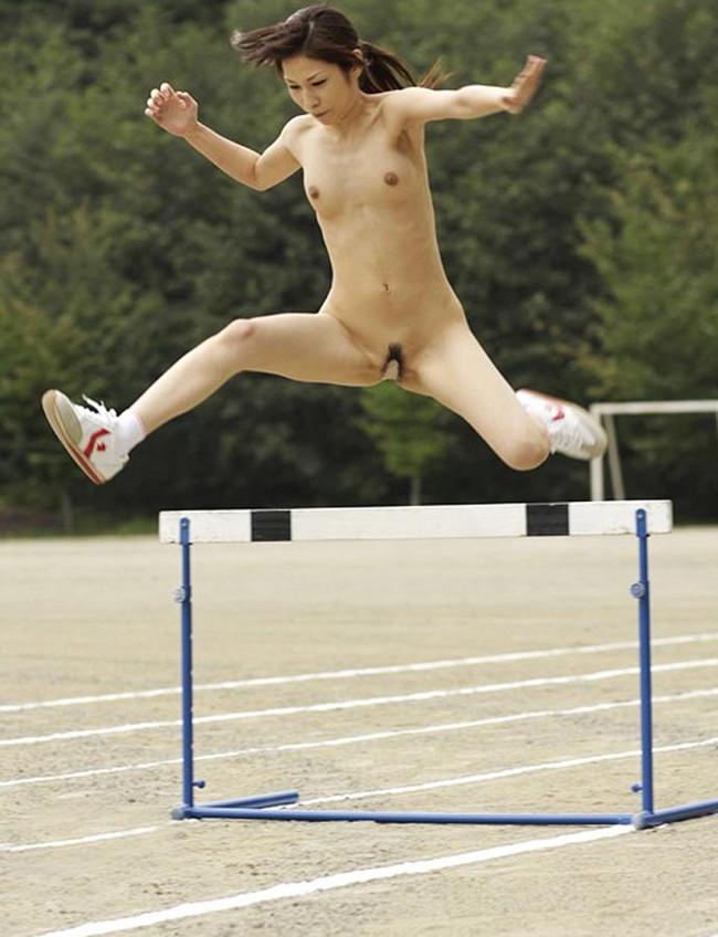 【ヌード画像】女の子の丸出しスポーツ姿が大胆すぎるw(31枚) 24
