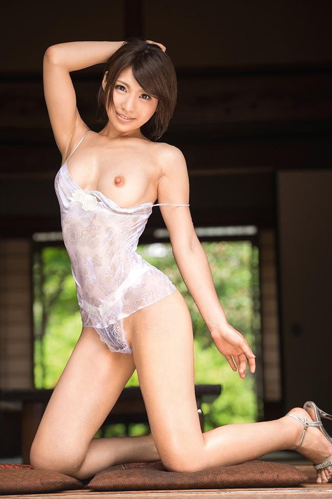 【ヌード画像】夏希みなみの色白でスレンダーな裸体がセクシーw(31枚) 01