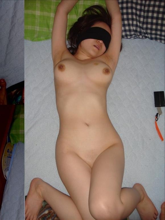 【ヌード画像】目隠しされている美女が淫乱そうに見えて仕方ないw(34枚) 02