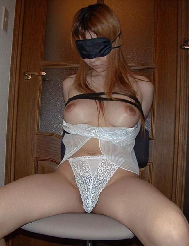 【ヌード画像】目隠しされている美女が淫乱そうに見えて仕方ないw(34枚) 18
