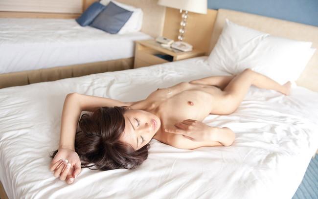 【ヌード画像】夏目優希のスレンダーな裸体が色っぽいw(31枚) 02