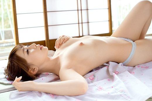 【ヌード画像】長谷川るいの色白美肌が魅力なスレンダーヌード画像(31枚) 26