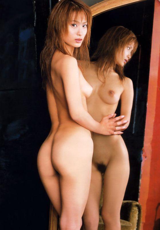 【ヌード画像】鏡に映る美女たちの可憐な裸体(32枚) 04