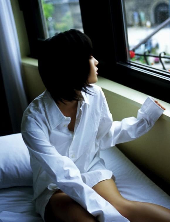 【ヌード画像】白シャツを着ている美少女の清楚感は異常w(31枚) 15