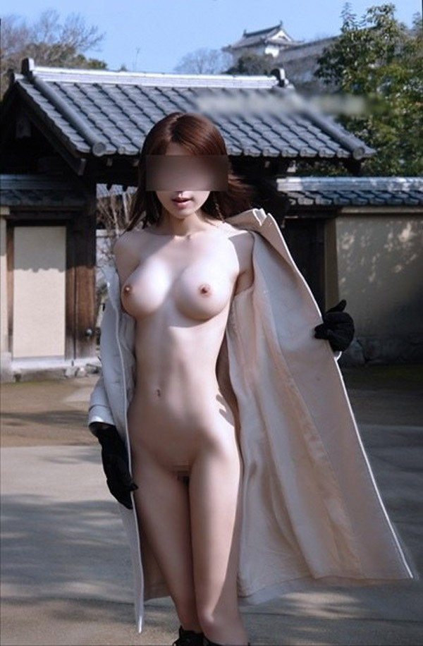 【ヌード画像】裸にコートだけしか着ていない大胆な女の子w(31枚) 31