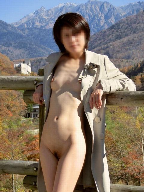 【ヌード画像】裸にコートだけしか着ていない大胆な女の子w(31枚) 16