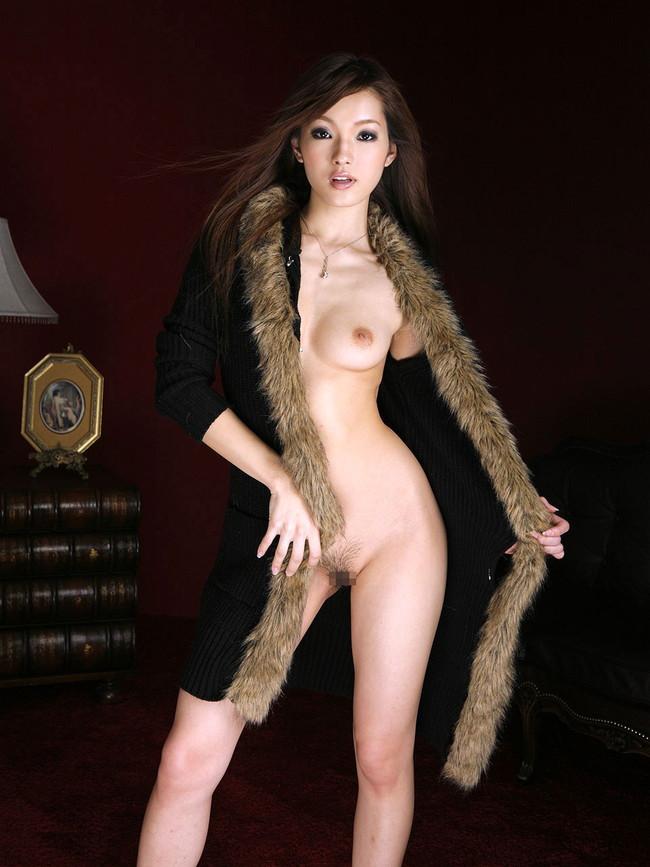 【ヌード画像】裸にコートだけしか着ていない大胆な女の子w(31枚) 22