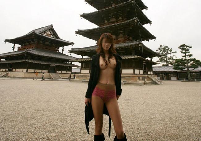 【ヌード画像】裸にコートだけしか着ていない大胆な女の子w(31枚) 23