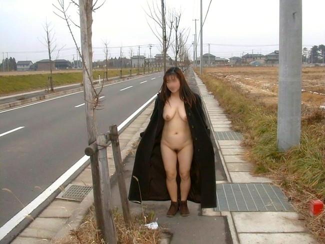 【ヌード画像】裸にコートだけしか着ていない大胆な女の子w(31枚) 27