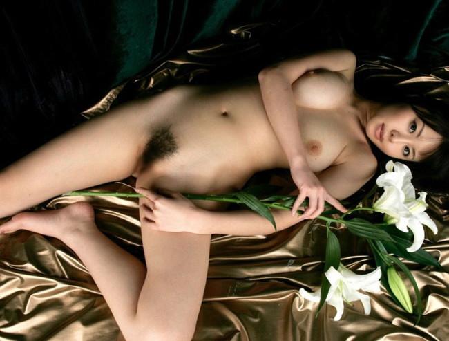 【ヌード画像】誘惑しているようなセクシーポーズが抜けすぎるw(32枚) 14