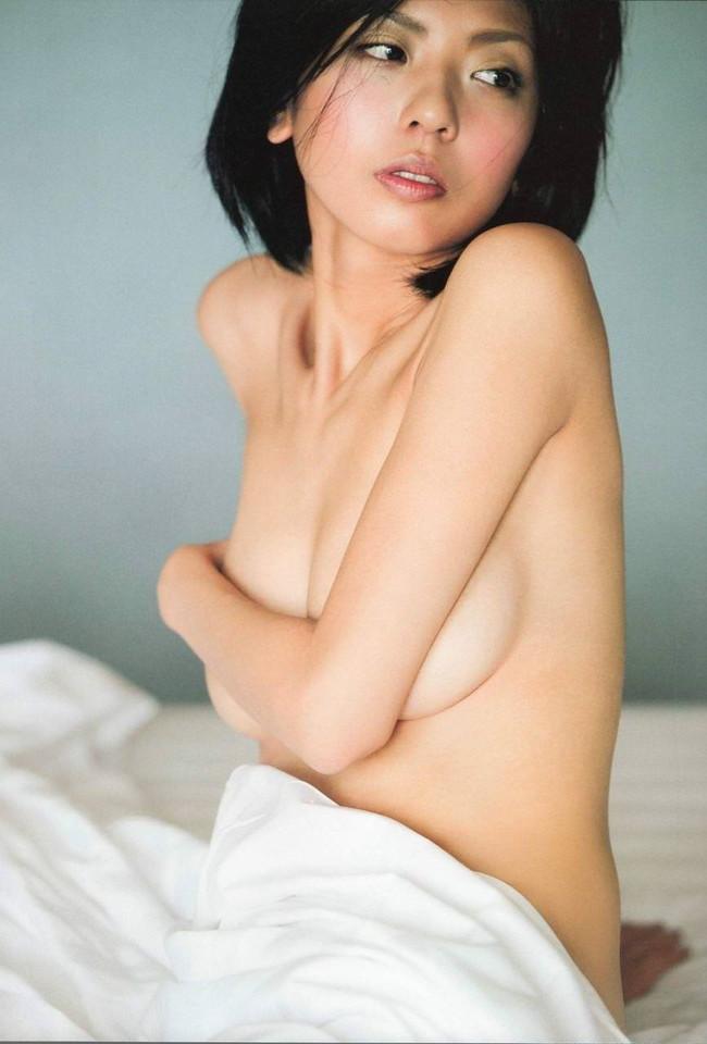 【ヌード画像】片手で胸を隠す片手ぶら姿が超絶sexy!(33枚) 18