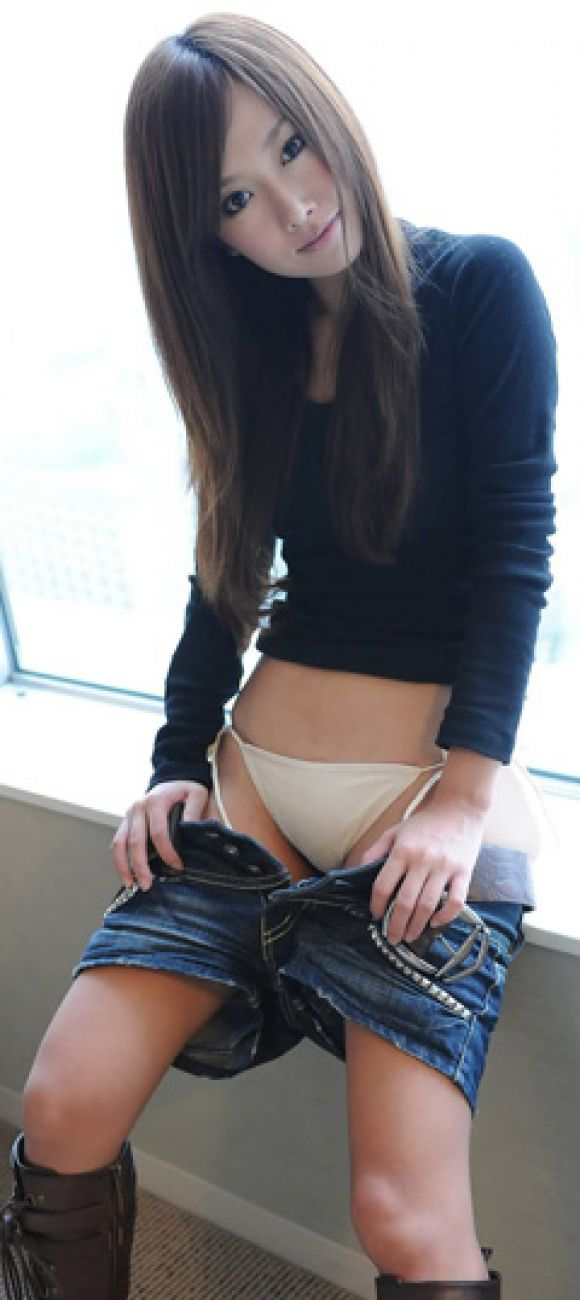 【ヌード画像】スカート脱ぎかけの下半身がエロすぎて困るw(30枚) 22