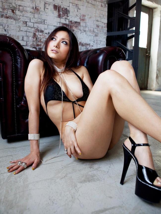 【ヌード画像】下着姿の美女がハイヒールを履いて更にセクシーに!(31枚) 13