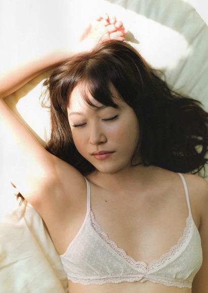 【ヌード画像】フル勃起確実w下着姿や水着姿で腋を見せる女の子w(32枚) 09