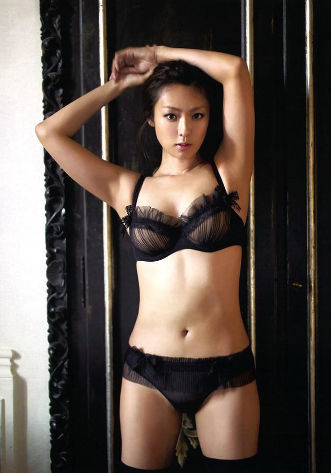 【ヌード画像】フル勃起確実w下着姿や水着姿で腋を見せる女の子w(32枚) 28