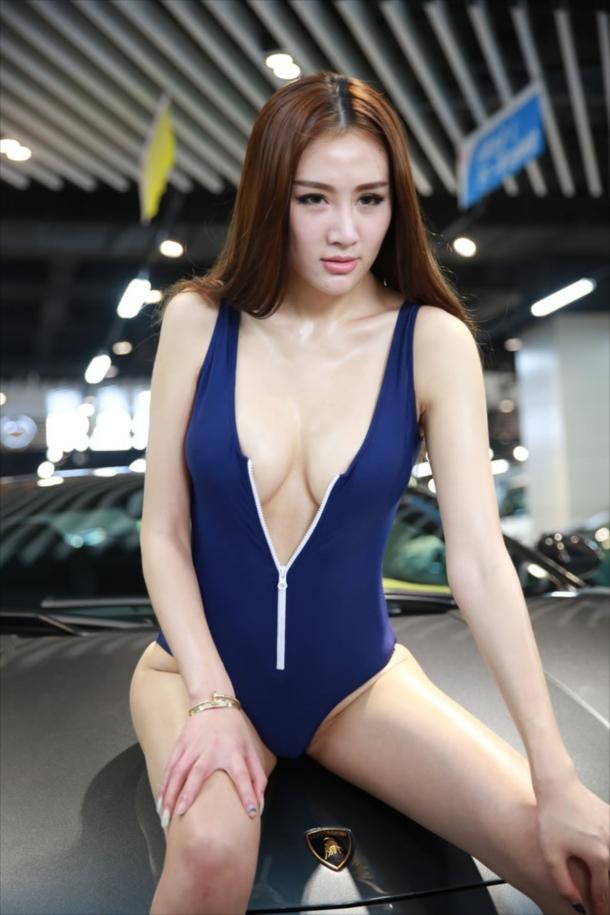 【ヌード画像】美女のV字水着姿が過激すぎw(32枚) 25