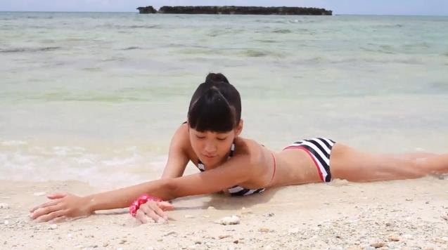 【ヌード画像】水着で遊ぶ女の子が可愛いw(33枚) 06