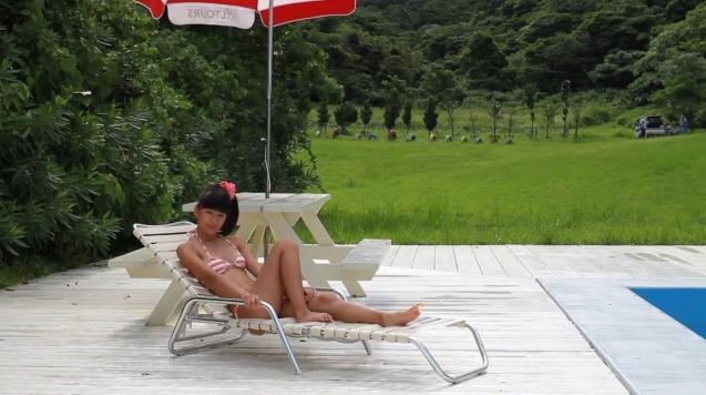 【ヌード画像】水着で遊ぶ女の子が可愛いw(33枚) 23