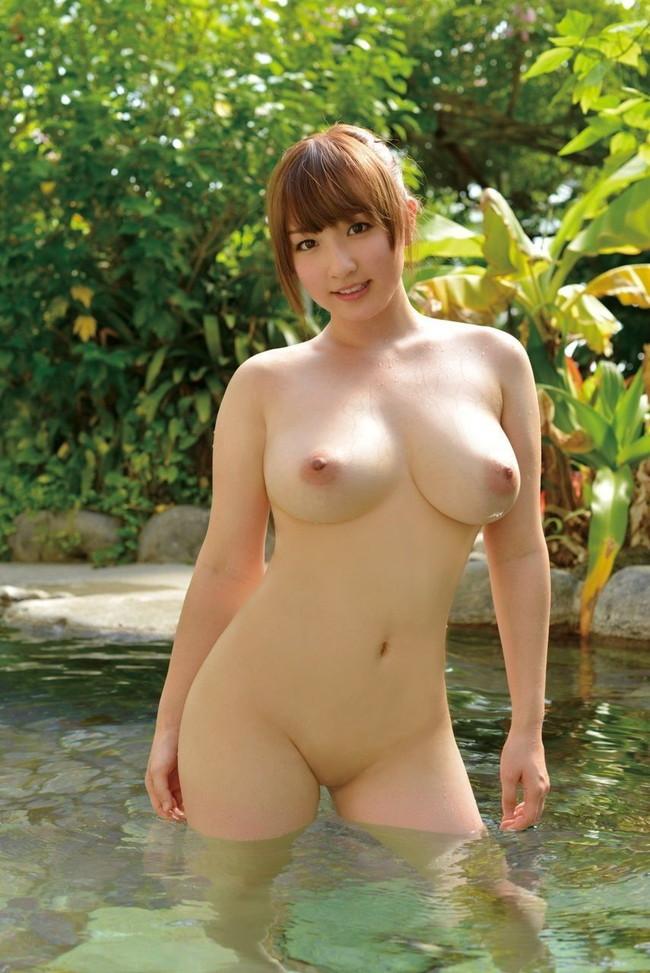 【ヌード画像】巨乳スレンダーなボディで勃起不可避!(33枚) 15