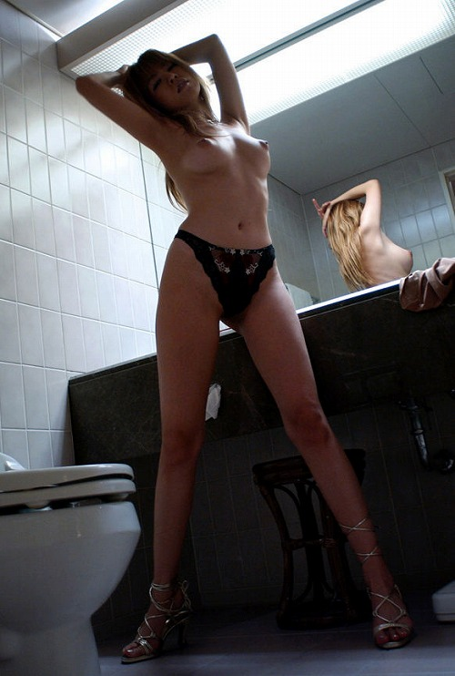【ヌード画像】巨乳スレンダーなボディで勃起不可避!(33枚) 32