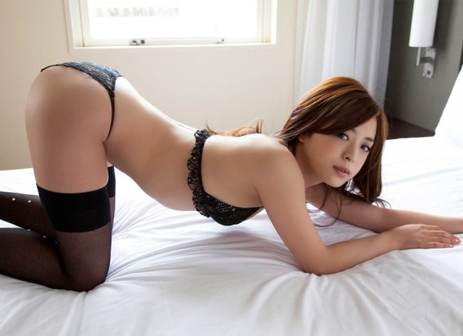 【ヌード画像】下着姿で女豹ポーズ!男を誘惑する美女たち(31枚) 01