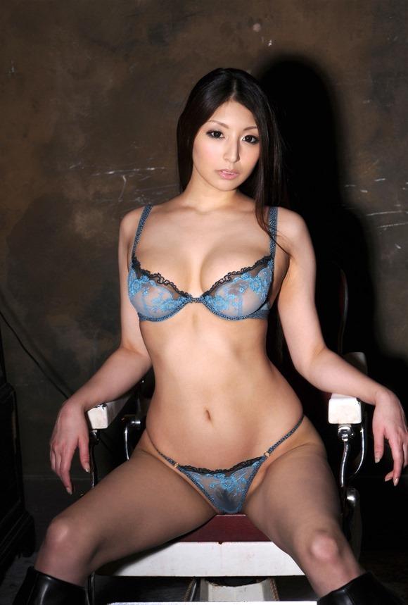 【ヌード画像】秋吉ひなの長身グラマラスなヌード画像(30枚) 02