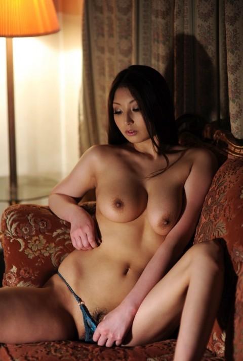 【ヌード画像】秋吉ひなの長身グラマラスなヌード画像(30枚) 29