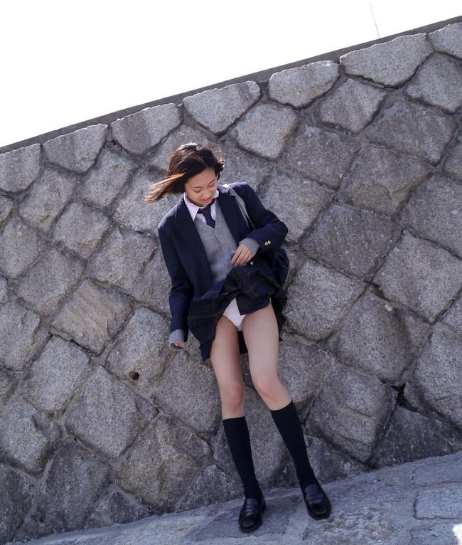【ヌード画像】スカートをたくし上げるエロ娘たちw(32枚) 04