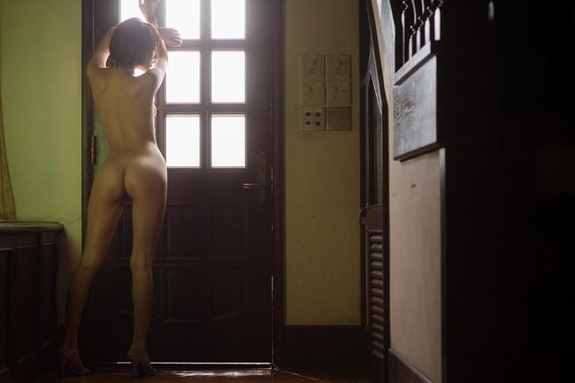 【ヌード画像】優希まことのスレンダーで美肌な裸体が色っぽいw(32枚) 01
