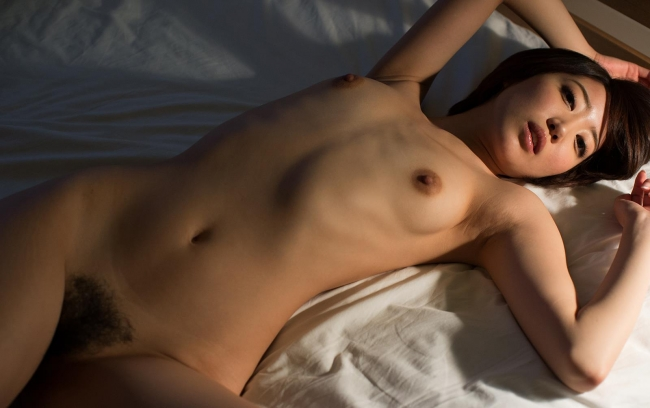 【ヌード画像】優希まことのスレンダーで美肌な裸体が色っぽいw(32枚) 10