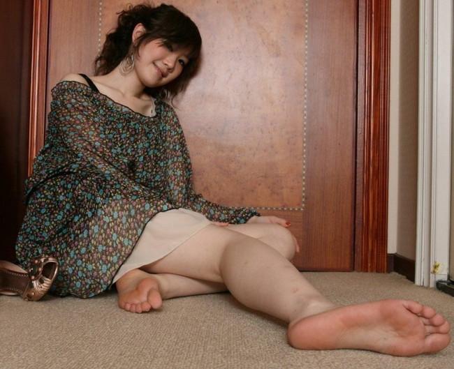 【ヌード画像】女の子の足の裏で興奮するやつ集まれ~w(32枚) 01