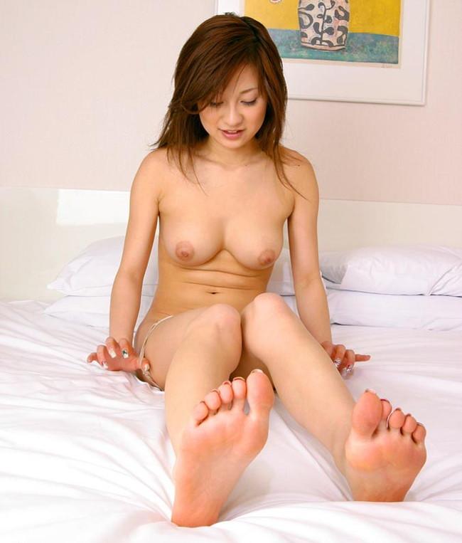 【ヌード画像】女の子の足の裏で興奮するやつ集まれ~w(32枚) 10