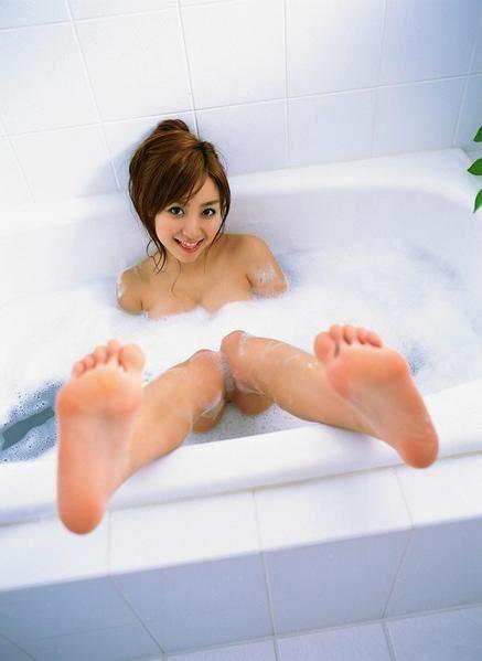 【ヌード画像】女の子の足の裏で興奮するやつ集まれ~w(32枚) 13