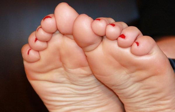 【ヌード画像】女の子の足の裏で興奮するやつ集まれ~w(32枚) 22