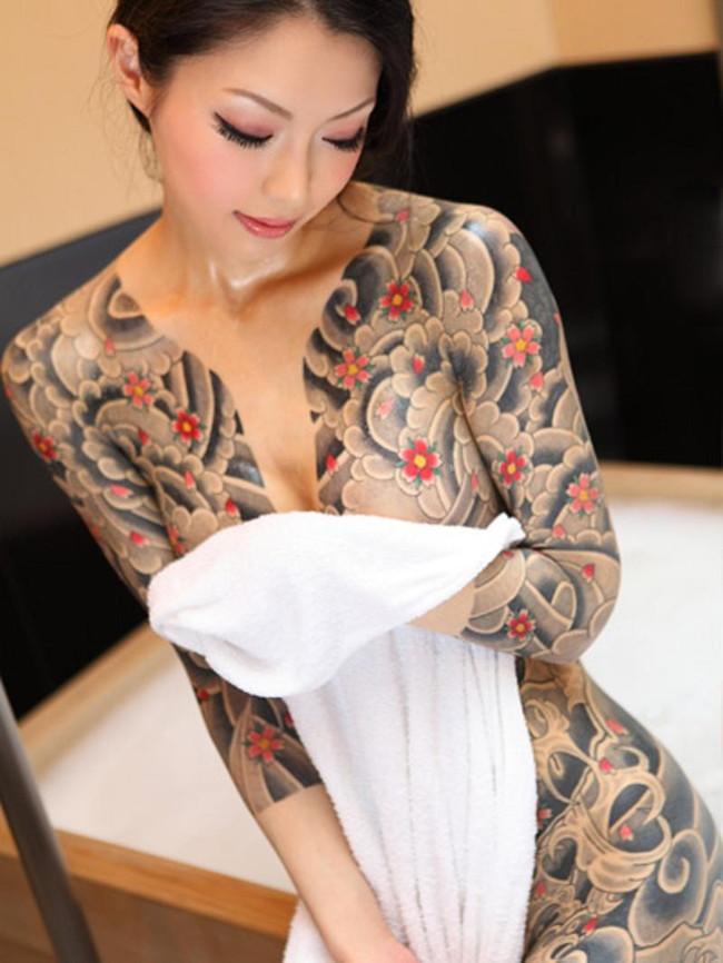 【ヌード画像】身体にタトゥーを入れた美女たちのヌード画像(33枚) 23