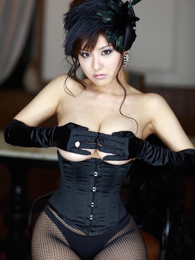 【ヌード画像】美女の下乳が麗しいw(31枚) 27
