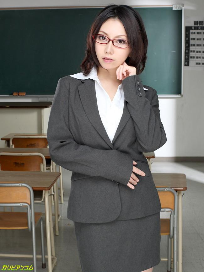【ヌード画像】メガネ美女の知的さ抜群のヌード画像(30枚) 09