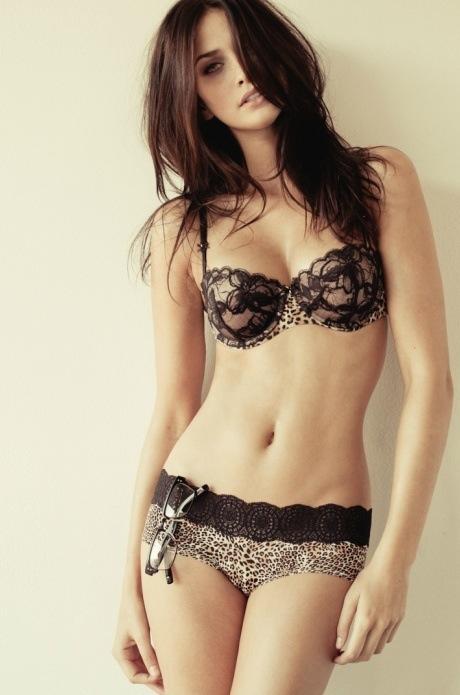 【ヌード画像】セクシーな外国人美女たちの下着姿をご覧くださいw(32枚) 19