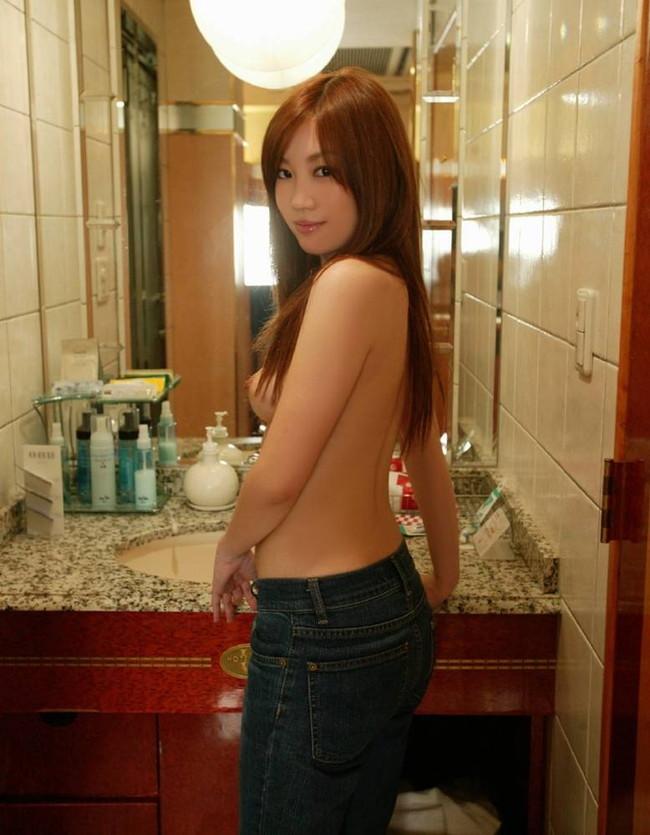【ヌード画像】上半身裸の美少女wおっぱいの良さが再確認できるw(30枚) 29