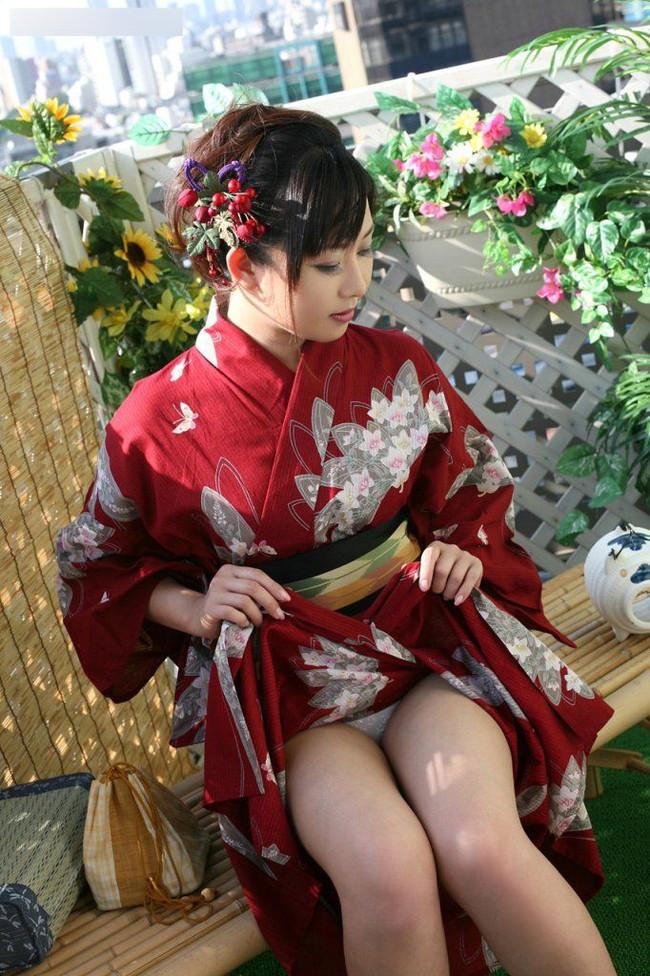 【ヌード画像】和服美女たちの半脱ぎ姿が艶めかしいw(31枚) 05