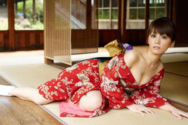 【ヌード画像】和服美女たちの半脱ぎ姿が艶めかしいw(31枚) 12