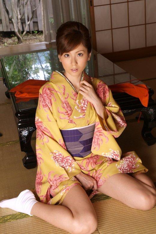 【ヌード画像】和服美女たちの半脱ぎ姿が艶めかしいw(31枚) 21