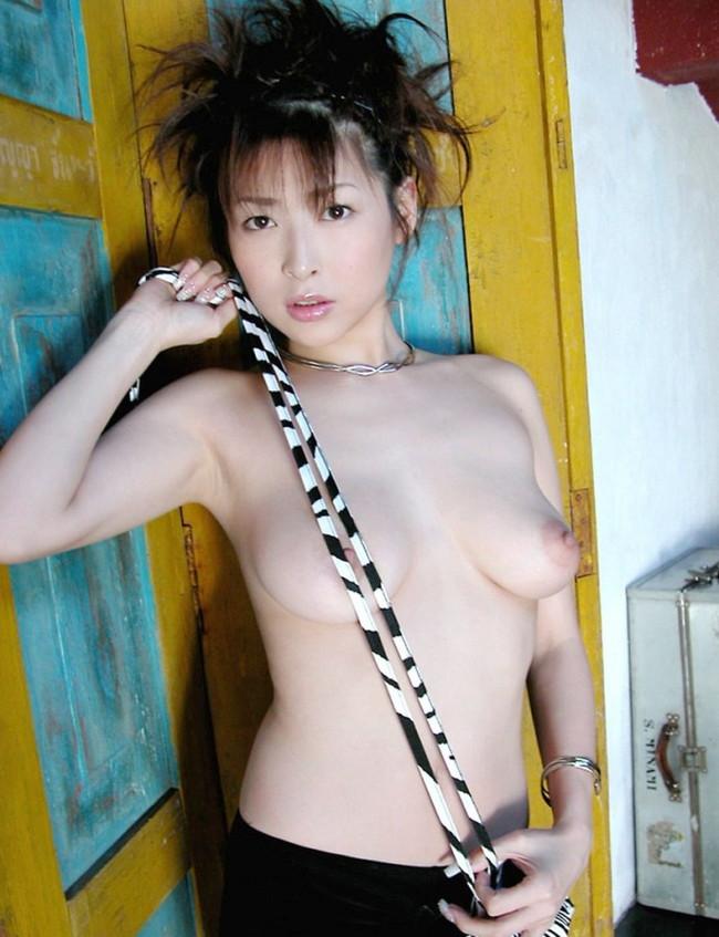 【ヌード画像】夏目ナナのスレンダー美人ヌード画像(32枚) 04