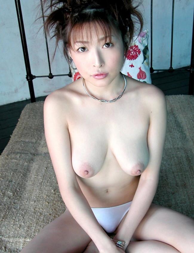 【ヌード画像】夏目ナナのスレンダー美人ヌード画像(32枚) 16